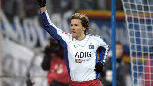 Lauth jubelt im HSV-Trikot über einen Treffer