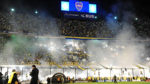 Fiery atmosphere at La Bombonera