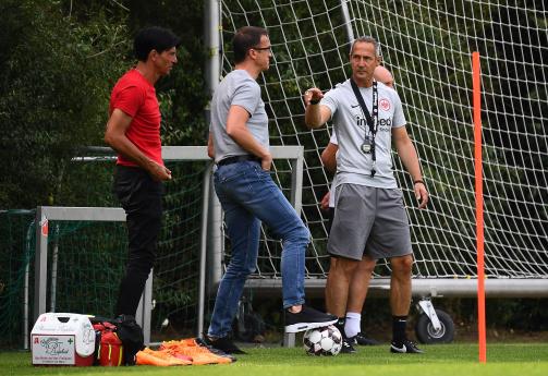 © imago / Lenken die sportlichen Geschicke von Eintracht Frankfurt: Trainer Adi Hütter, Sportvorstand Fredi Bobic und Sportdirektor Bruno Hübner (v.r.)