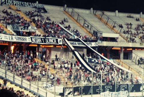 © Dr. Niklas Wallmeier - Die Fans vom Danubio FC beim Auswärtsspiel bei CA Peñarol