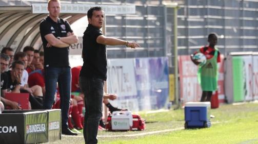 © An der Seitenlinie immer aktiv: Kenan Kocak, Trainer des SV Sandhausen