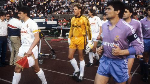 Klaus Allofs, Toni Schumacher und Jorge Valdano beim Finale im UEFA-Cup 1986