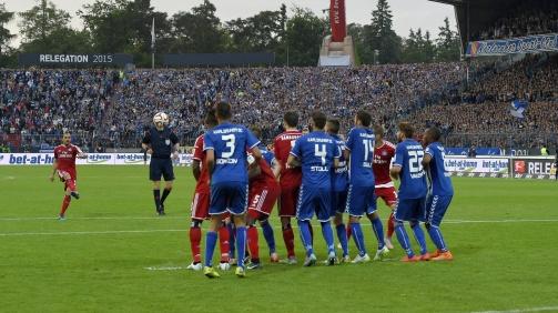 © imago / Marcelo Díaz' legendärer Freistoß im Relgations-Rückspiel des HSV beim KSC