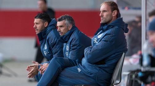 Trainerduo Martin Demichelis und Danny Schwarz mit Torwartcoach Tom Starke (v.l.)