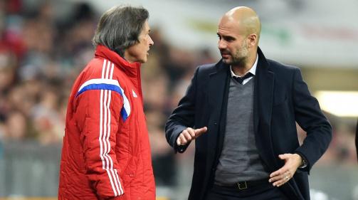 Dr. Hans-Wilhelm Müller-Wohlfahrt (l.) im Austausch mit Trainer Pep Guardiola