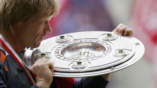 Oliver Kahn feiert mit dem FC Bayern acht Meisterschaften.
