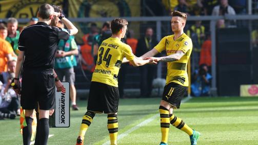 Am 29. Spieltag der Saison 2017/18 feiert Gómez im Bundesliga-Spiel gegen den VfB Stuttgart sein Profidebüt für den BVB