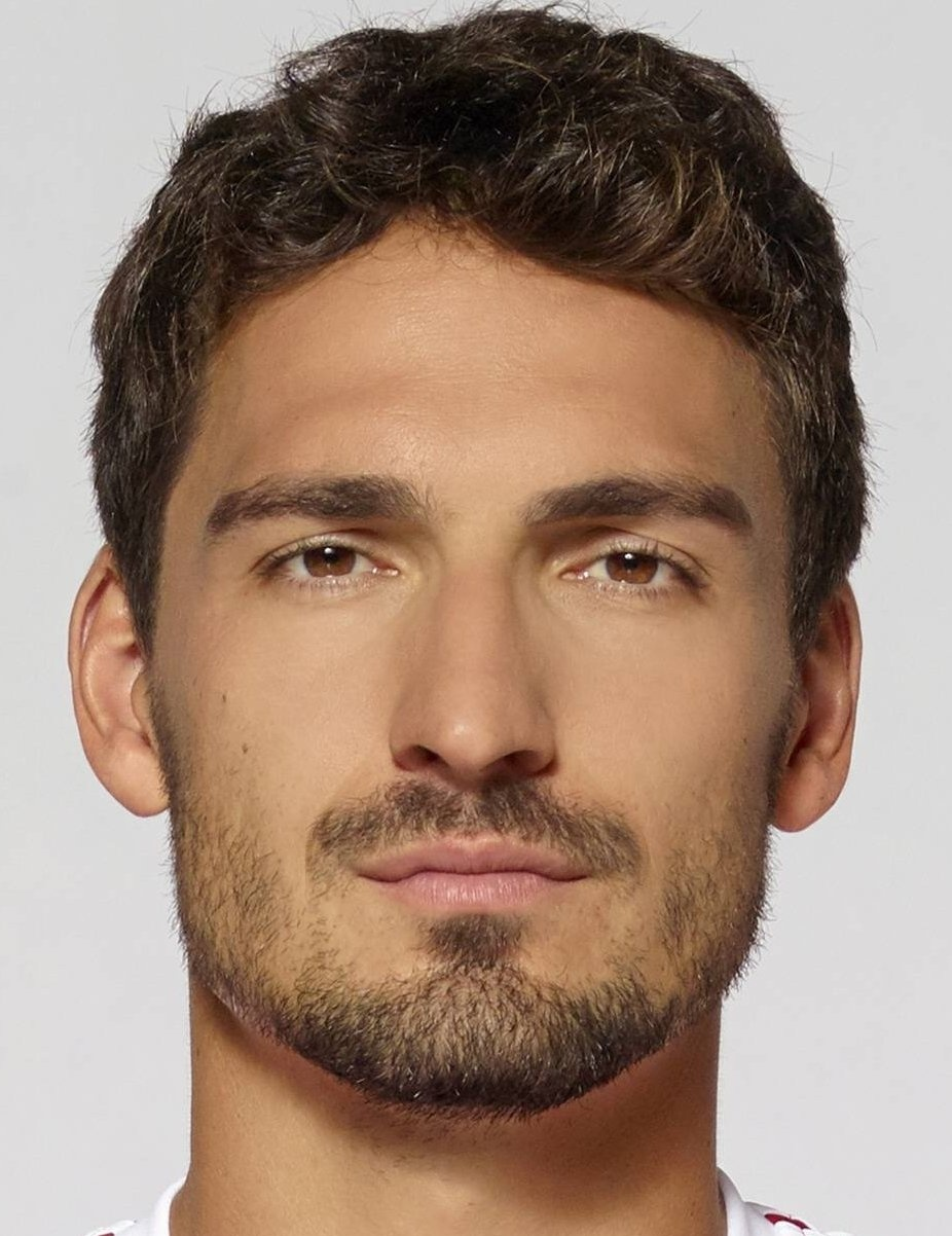 Mats Hummels Player Profile 17 18