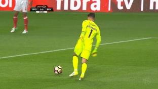 Traum-Freistoß rettet Benfica im Stadt-Derby