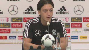 Özil glaubt an Finale - Ständiger Kontakt zu Real-Kollegen