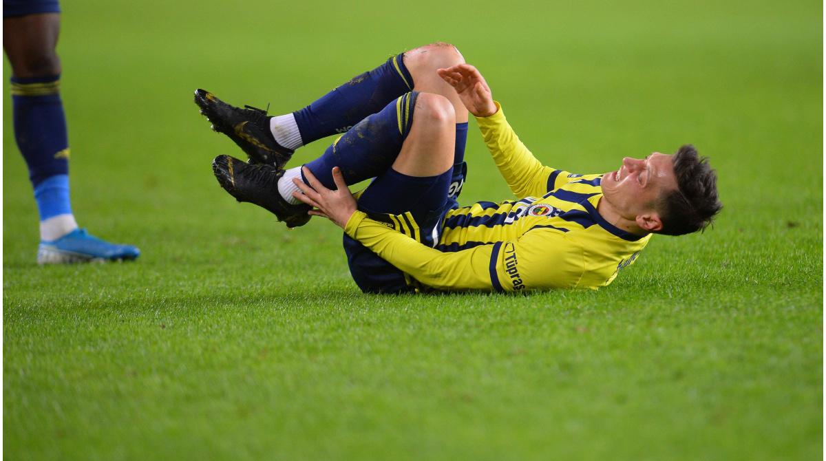 Wochenlange Pause: Özil bei Fenerbahce gegen Antalyaspor verletzt vom Platz getragen - Transfermarkt