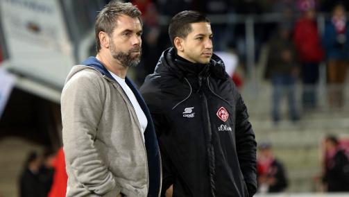 Amir Shapourzadeh und Trainer Bernd Hollerbach an der Seitenlinie der Würzburger Kickers im November 2016
