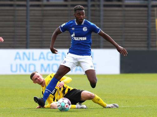 © imago images - Joselpho Barnes am Ball im kleinen Derby von Schalke gegen den BVB
