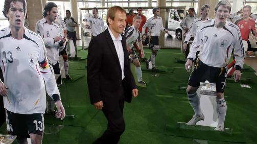 Bundestrainer Jürgen Klinsmann und sein WM-Kader 2006 bei der Präsentation