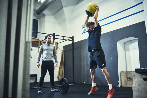 Mërgim Berisha (r.) im Training Yannick Obenauer. Ein Fußball ist da eher selten im Spiel - Foto: Tim Wulf