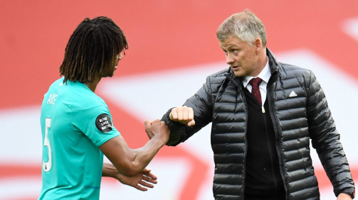 Kuriose Diskussion in England: Lockte Solskjaer Aké auf dem Feld zu Manchester United?