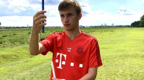 Fritz-Walter-Medaillengewinner Torben Rhein trainert sein visuelles System