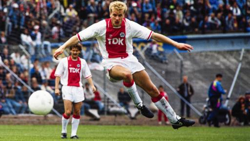 Dennis Bergkamp Ulang Tahun, Berikut Fakta Menarik Pemain Legenda Arsenal FC!